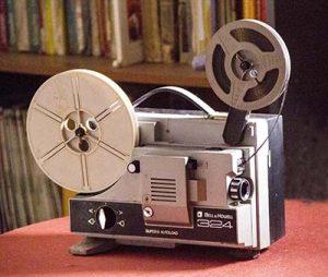 Proyector de cine Súper-8 mudo de la marca Bell & Howell que muy buenos ratos nos permitió pasar.